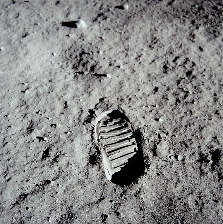 762px-AldrinFootprint.jpg
